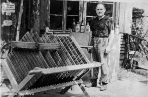 Paul Höth mit Teilen der Mostpresse