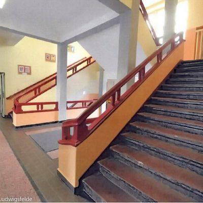 Die Treppen und Handläufe stammen noch aus der Bauzeit und sind gut erhalten