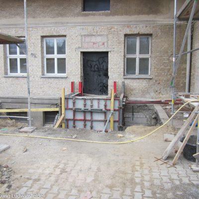 Vorbereitungen zum Anbau eines Aufzuges