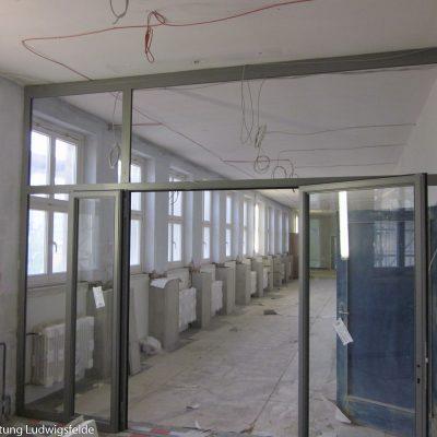 Als eine der Brandschutzmaßnahmen wurden die Nebentreppen durch Türen abgetrennt