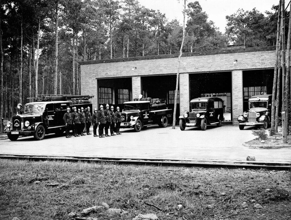 Die Werkfeuerwehr zu einer Übung angetreten, 1940